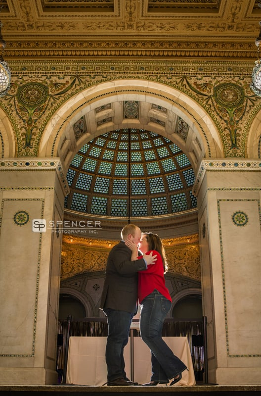 engagement picture at art institute of chicago