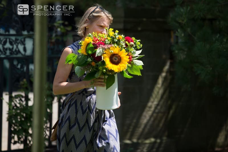 florist arrives for uniquewedding in shaker heights