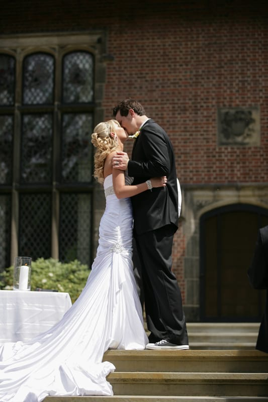 first kiss at stan hywet wedding ceremony