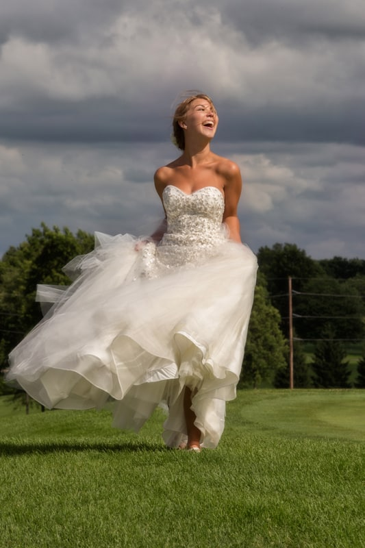 bride picture on green at firestone