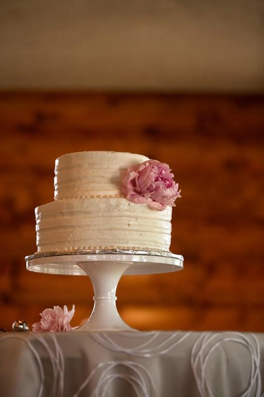 wedding cake at lodge at firestone