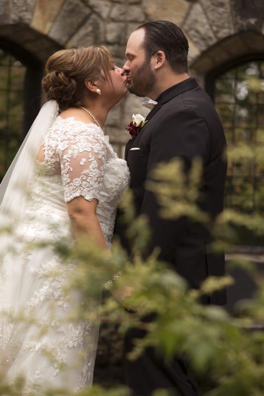 stan hywet english garden wedding day picture