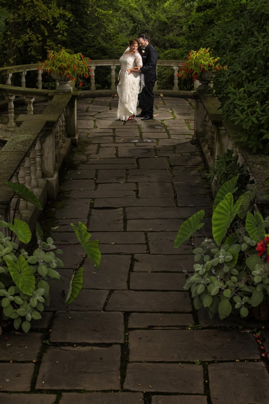bride and groom wedding picture at stan hywet