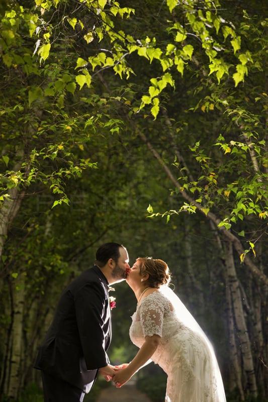 wedding picture in birch ally stan hywet alleé