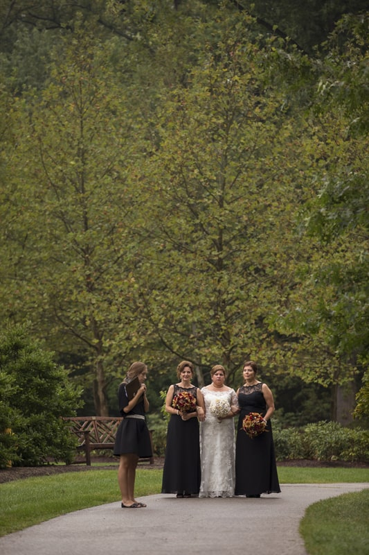 bride standing with her sisters before her wedding ceremony at stan hywet