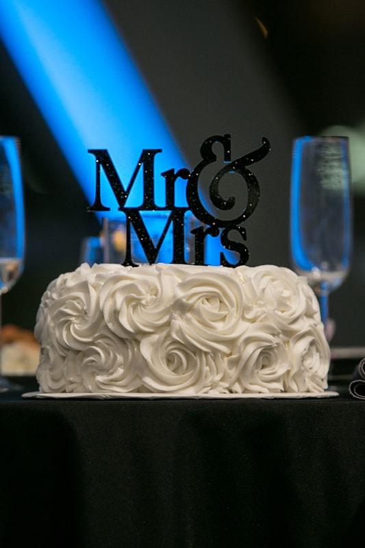 wedding cake at wedding reception at akron art museum