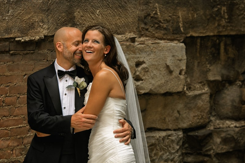 bride and groom picture in downtown cleveland