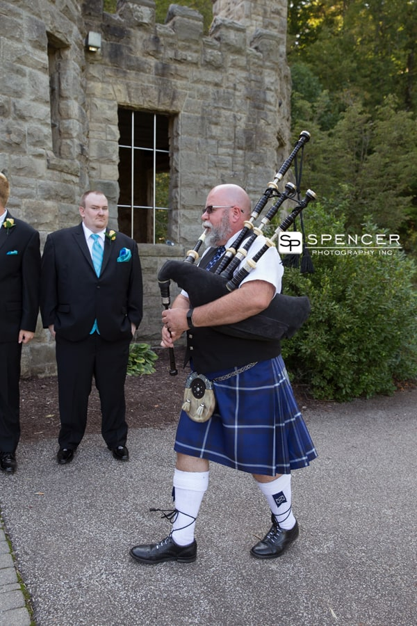 bagpipes at squires castle wedding