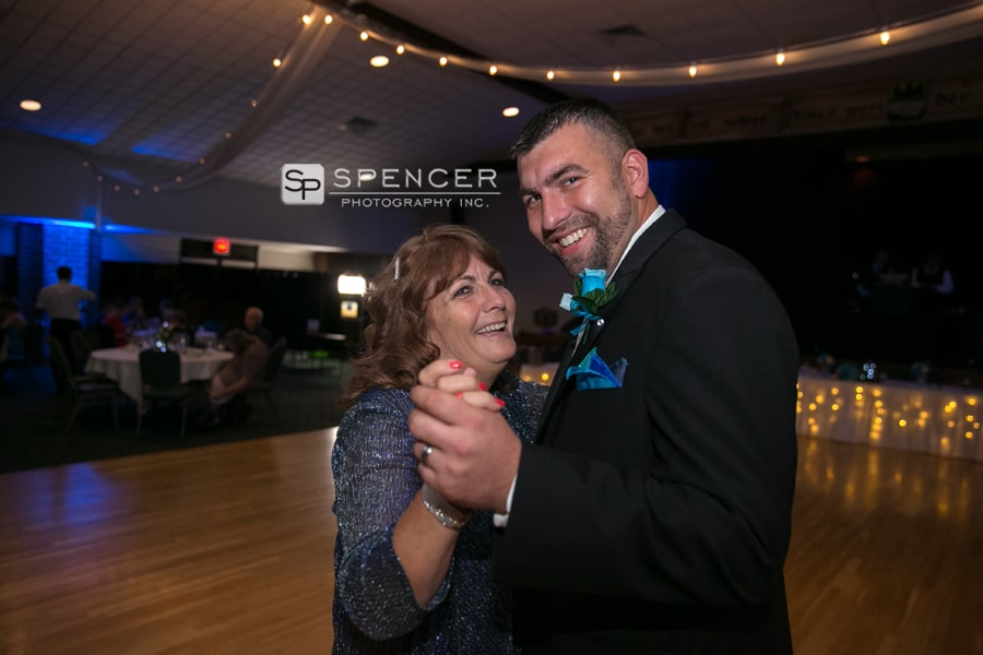 groom dancing with mom at donauschwabens