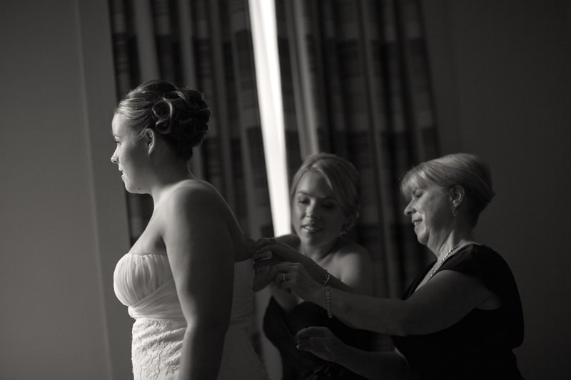 bride at hyatt regency getting ready for wedding