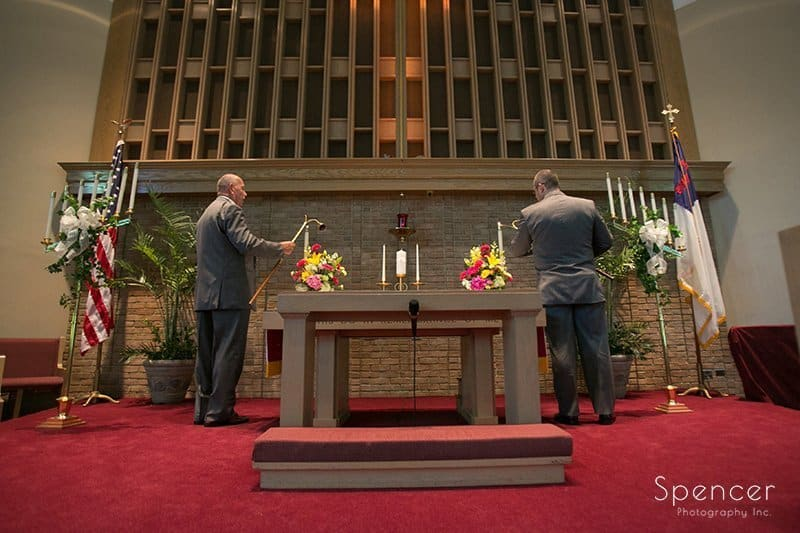 grooms lighting altar candles at wedding in Tallmadge Ohio