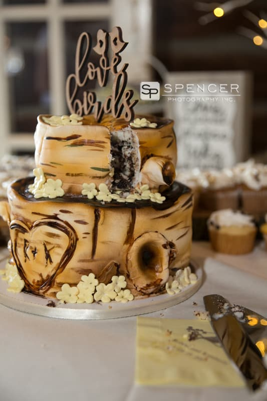 wedding cake at vermilion on the lake clubhouse reception