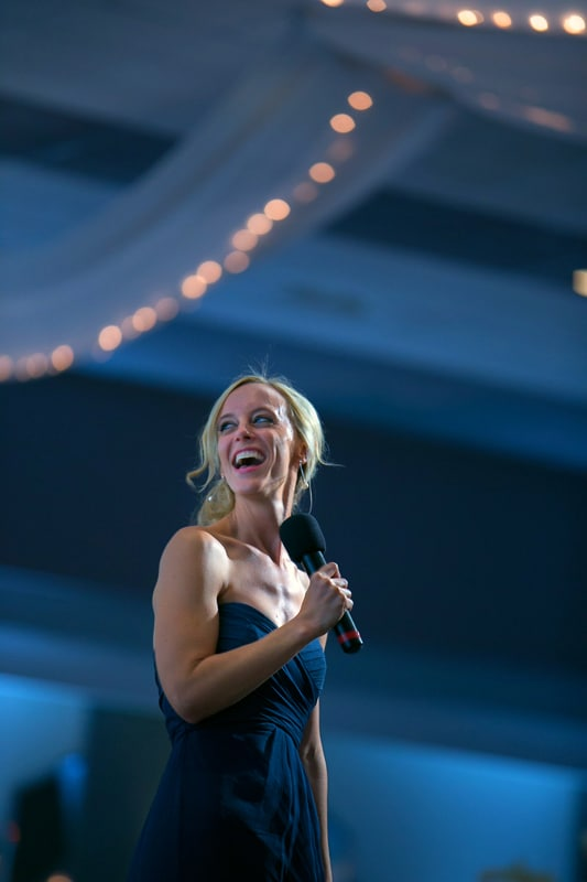 maid of honor gives speech at landerhaven wedding reception