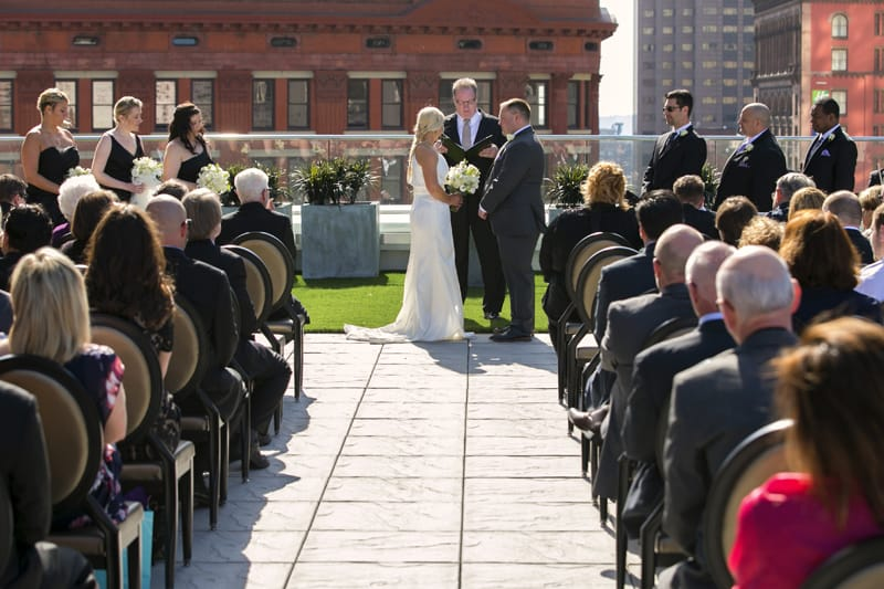 wedding ceremony at metropolitan at the 9 cleveland