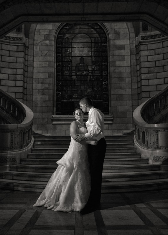 wedding picture at cleveland old courthouse