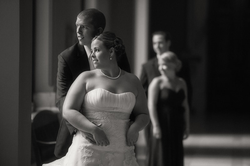 wedding picture of bride and groom at old courthouse