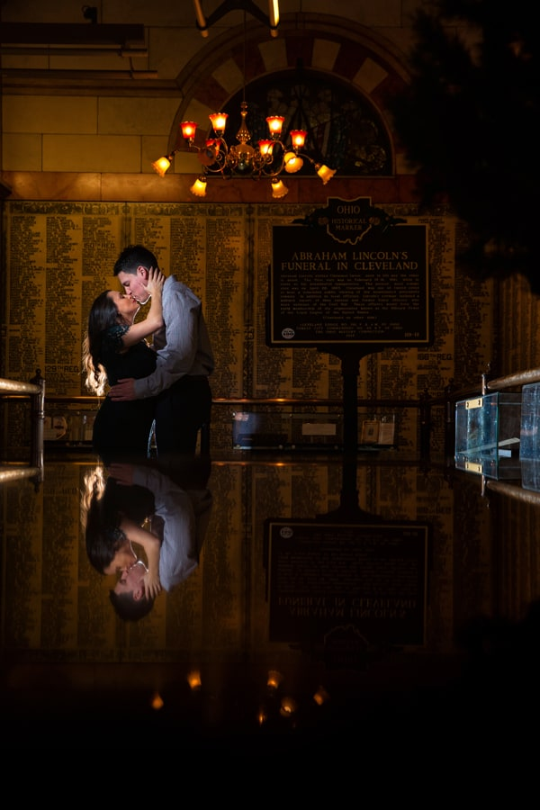 couple kissing at cleveland memorial