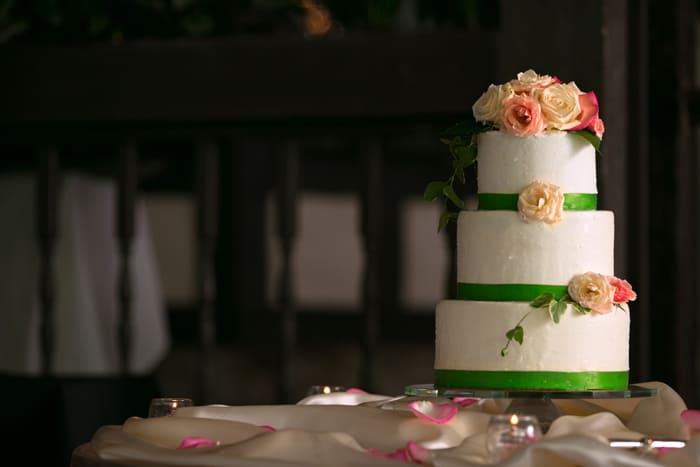 wedding cake at reception at hillbrook