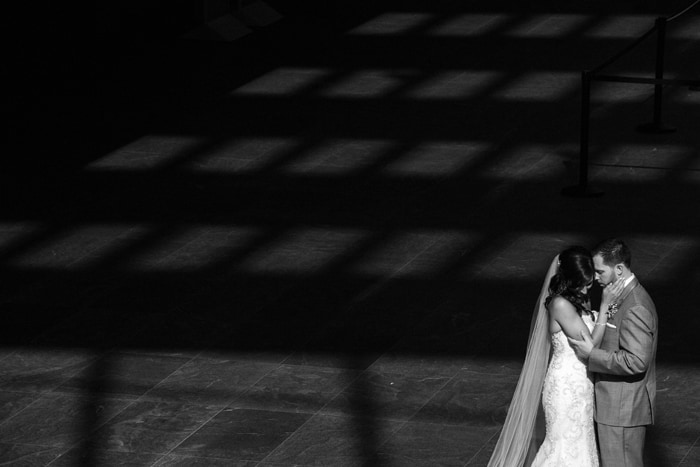 artistic wedding picture of bride and groom kissing at cleveland museum of art
