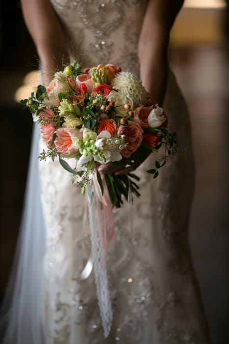 detail picture of brides bouquet