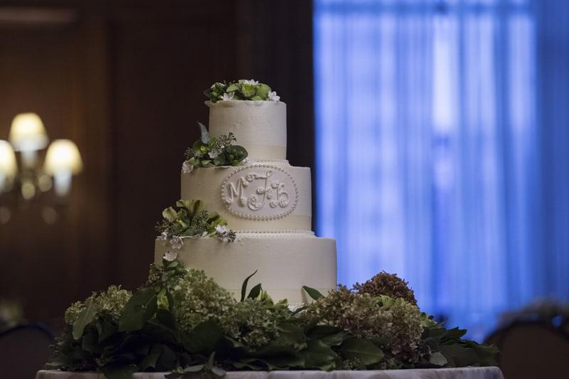 wedding cake in ballroom of union club of cleveland