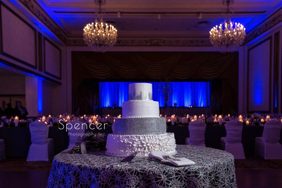 wedding cake at cleveland renaissance