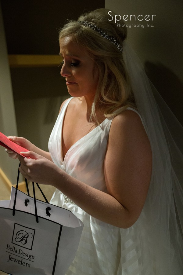 bride reacts to grooms note