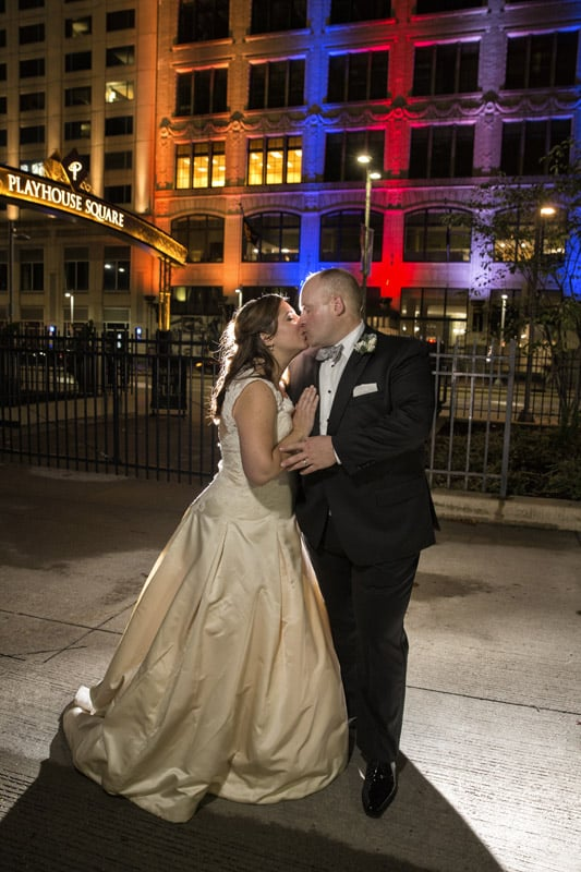 couple kissing on their wedding day at playhouse square