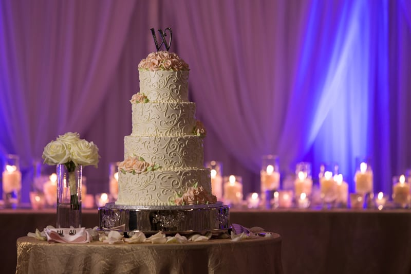 wedding cake at sheraton cuyahoga falls reception