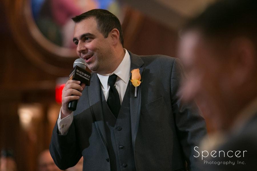 best man giving speech at la pizzaria wedding reception