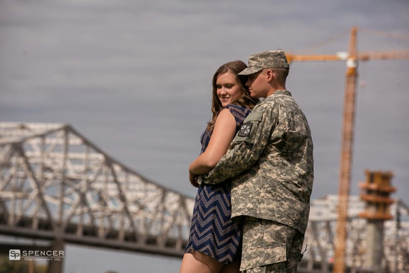 engagement picture in louisville kentucky skyline