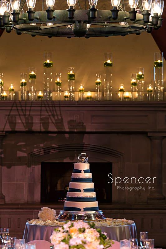 wedding cake at Glenmoor Country Club reception