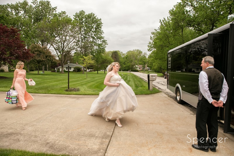 bride getting in limo leaving for cleveland wedding