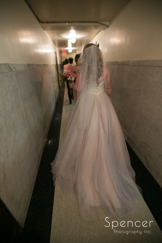 bride arriving at her cleveland wedding