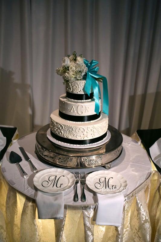 wedding cake at wedding reception at LaMalfa