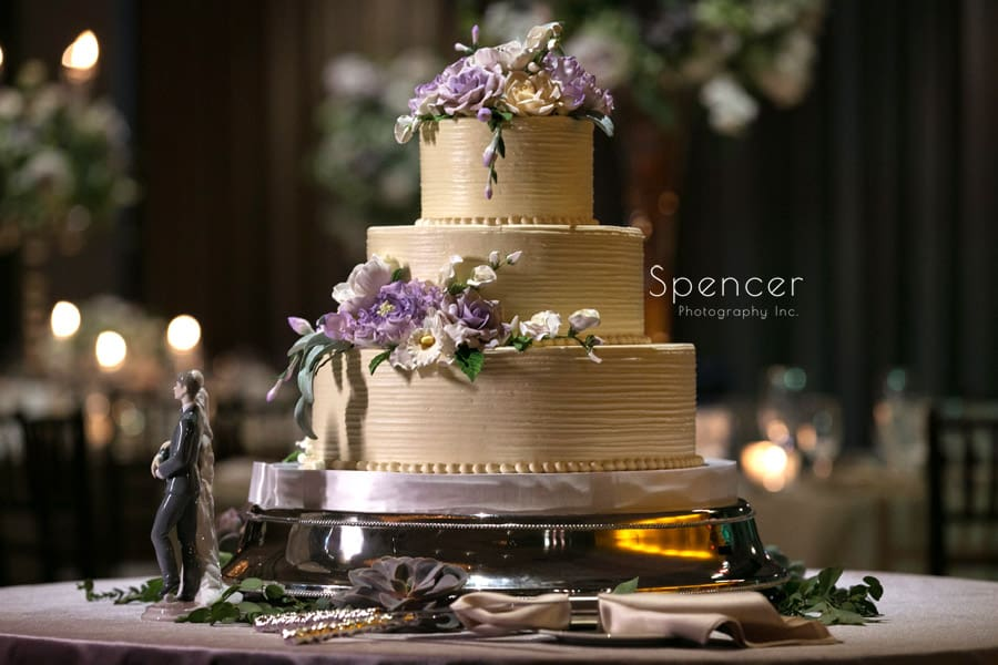 wedding cake with Peter Bouterse florals
