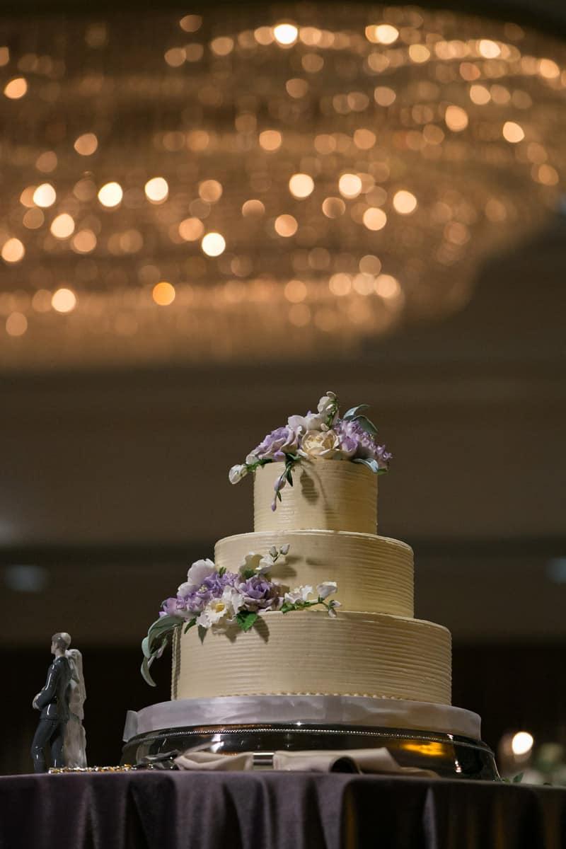 Akron Hilton wedding cake