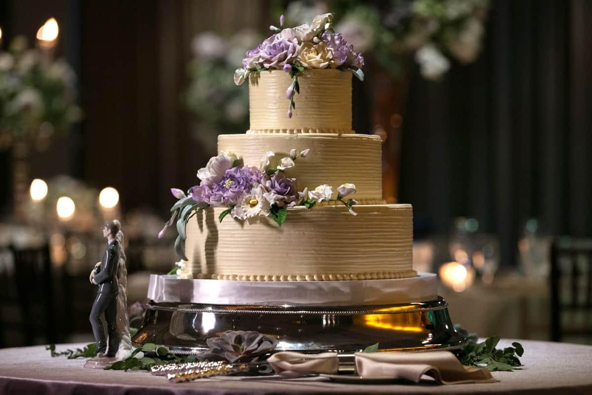 wedding cake at hilton akron fairlawn