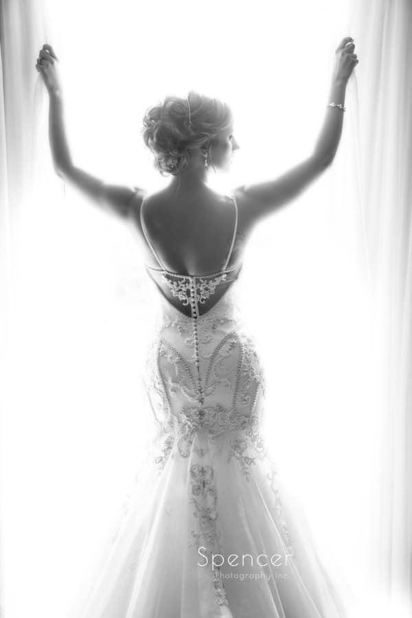 bride posing in her wedding dress in Pittsburgh hotel