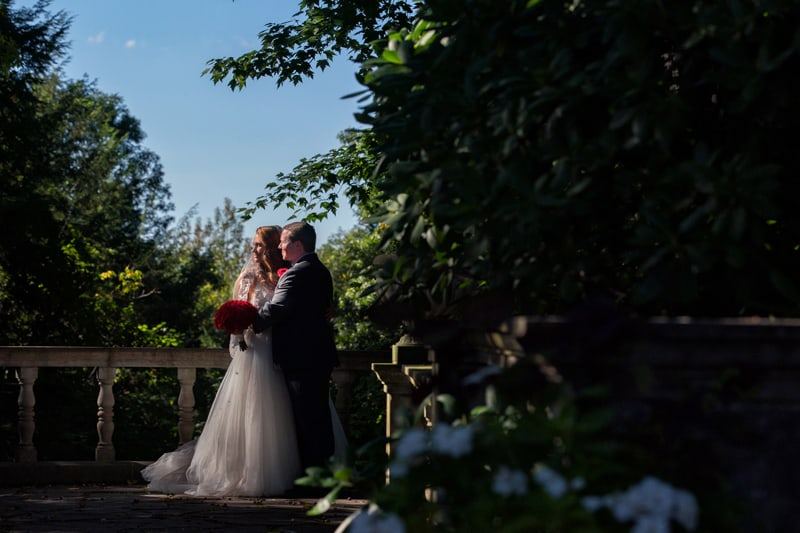 wedding picture on overlook at stan hywet gardens