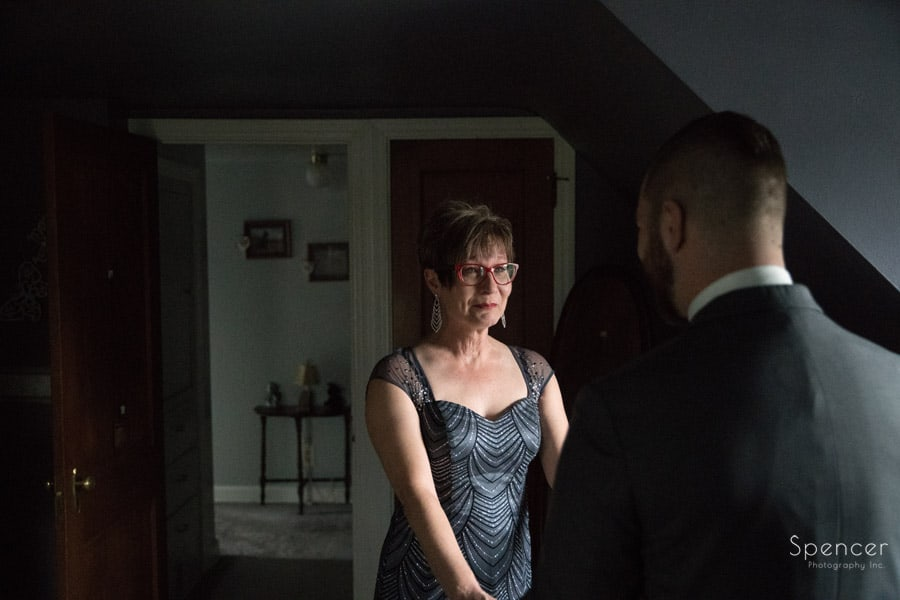 mom sees groom for first time on wedding day