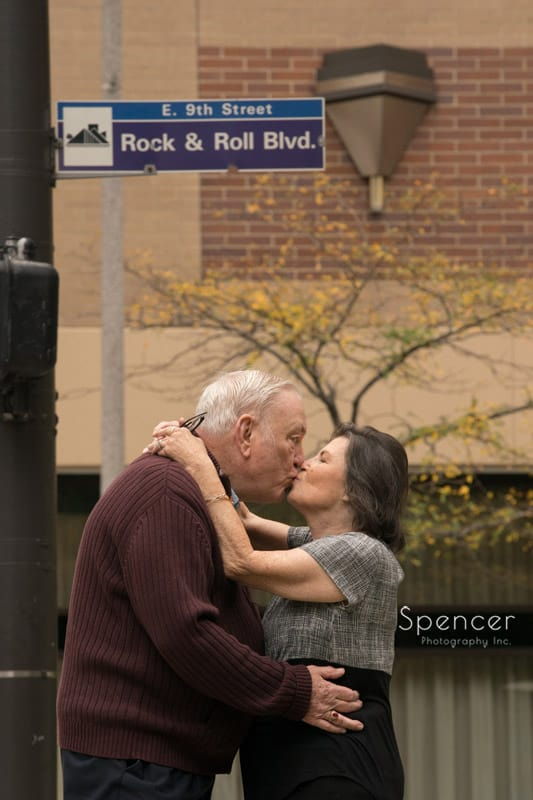 couple kissing in downtonw cleveland