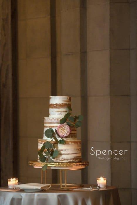 wedding cake at ariel pearl