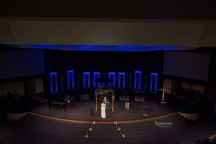 wedding cermony at Grace Church Middleburgh Heights