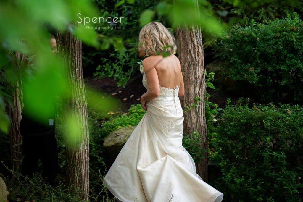 bride walking to reception at Thorncreek