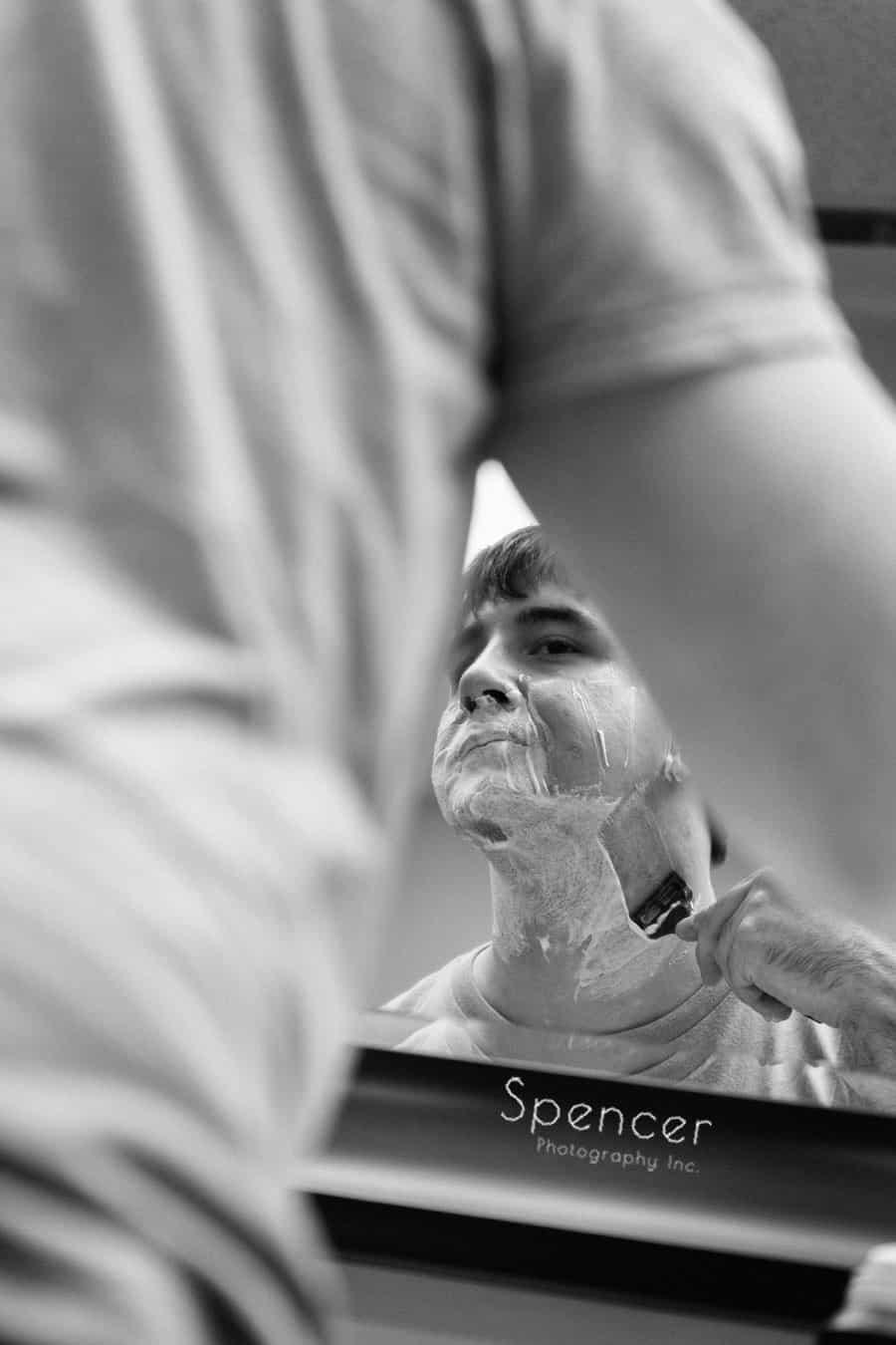 groom shaving before his wedding in Oberlin Ohio