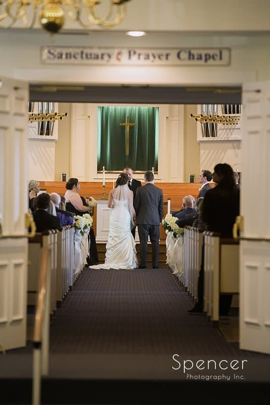 picture of wedding ceremony at Church on the Lakes