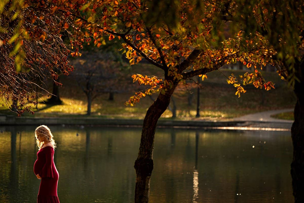stunning maternity picture in Cleveland Wade Oval Park