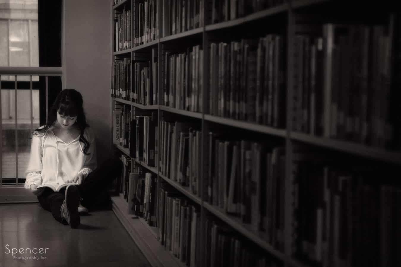 senior picture of girl reading in Cleveland Library