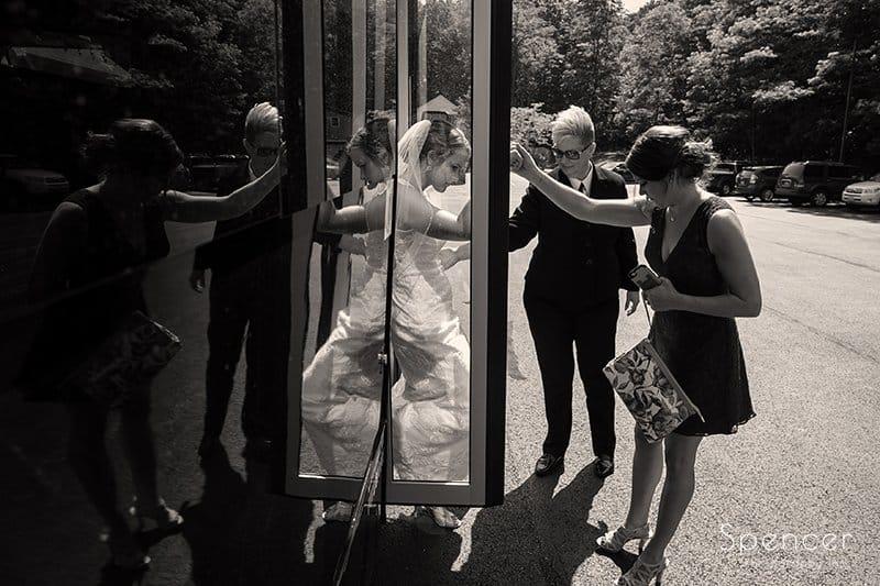 bridesmaid arriving to wedding in Kirtland